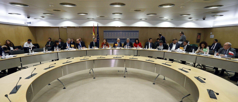 Hacienda fija para 2019 el déficit cero para las autonomías https://t.co/cPB3ezMgsJ #España