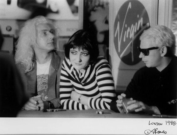 FOTO: Siouxsie Sioux and the Banshees Londra 1988 http://staypulp.blogspot.com/2017/02/foto-siouxsie-sioux-and-banshees-londra.html
