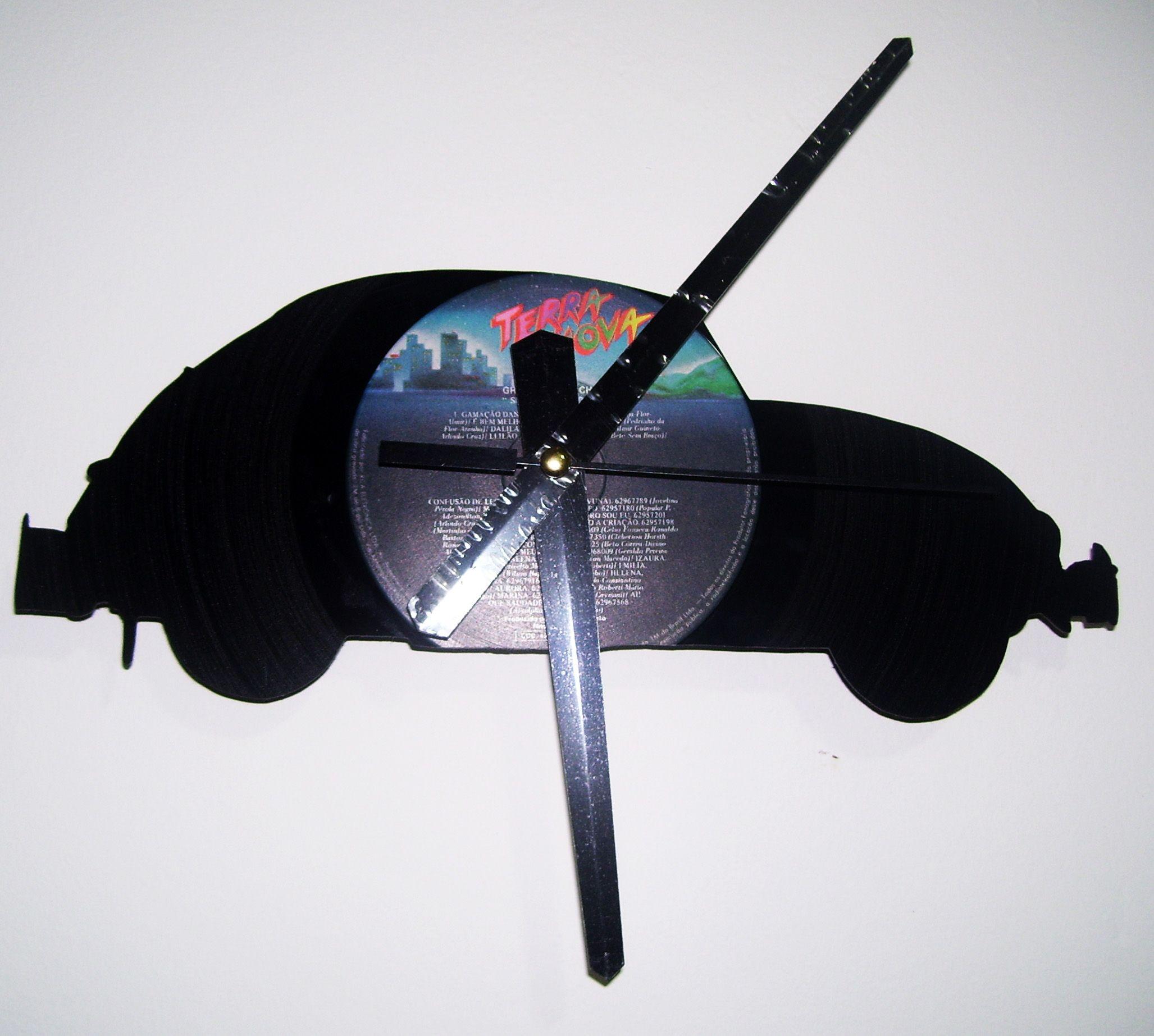 e191a4b5ab6 Discos de vinil transformados em relógios reciclados em diversos ...
