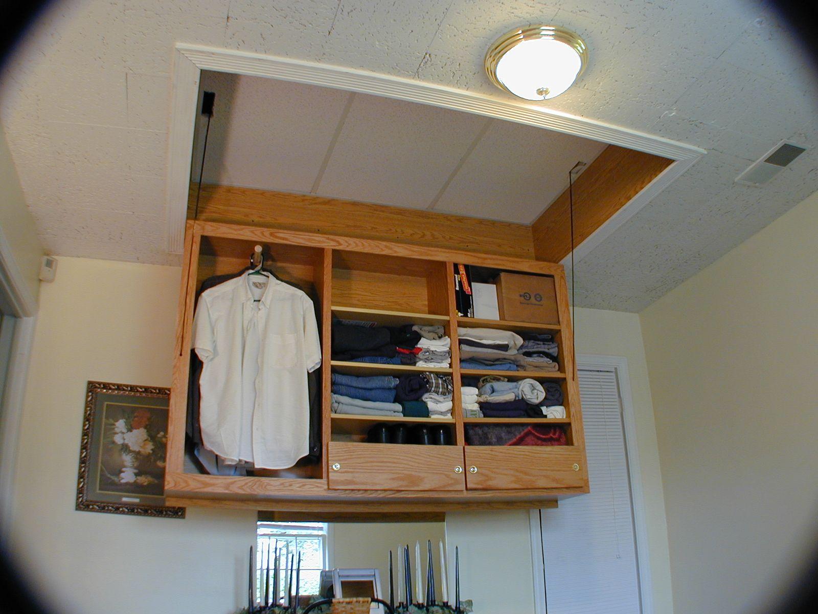 Placard au plafond | Tiny houses | Mobilier de Salon, Meubles pour petits espaces et Plafond