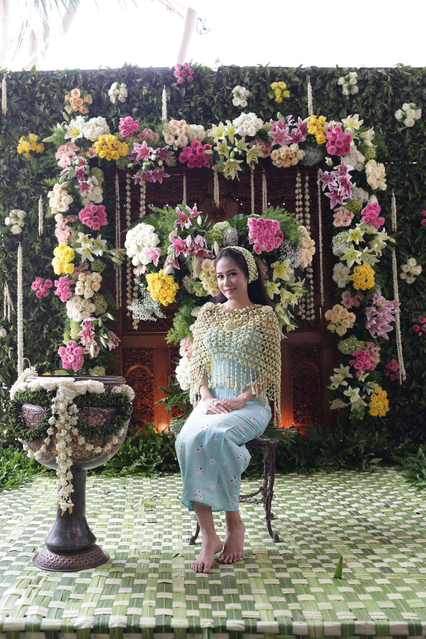 Siraman Javanese Wedding Ceremony kebaya tenun
