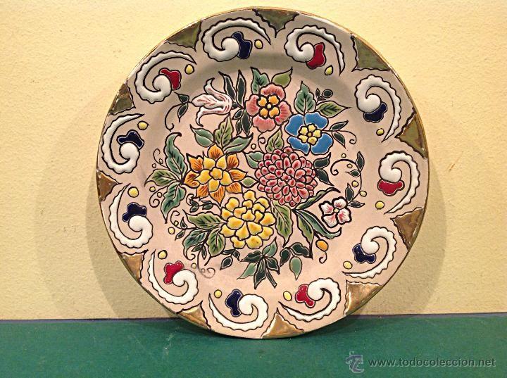 Original plato decorativo de cer mica del famoso artesano for Materiales para ceramica artesanal