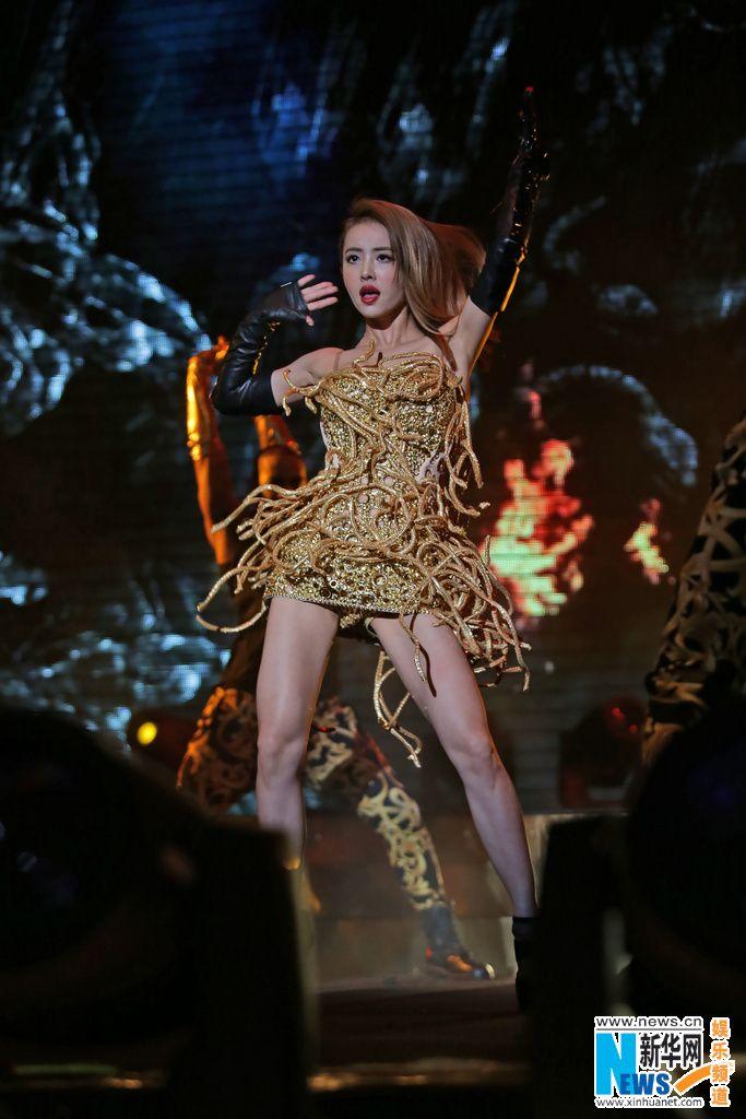 Jolin在《Play我呸》造型前衛,MV視覺效果強烈。   Jolin tsai, Pop culture