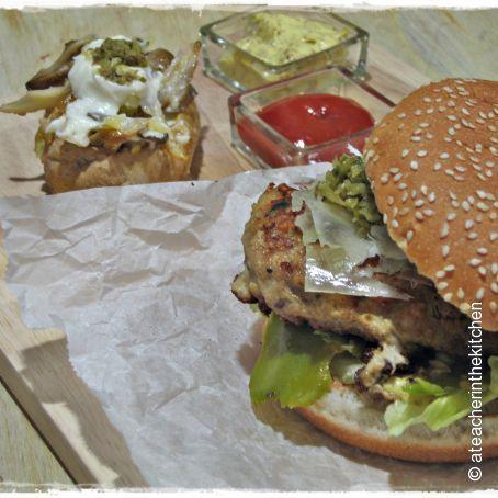 Hamburguesa de Secreto Ibérico con Patata Rellena de Setas y Ali-Oli