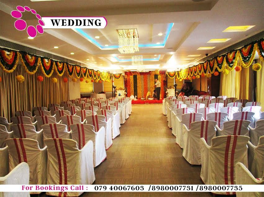 Large Banquet Halls Have Been Waiting For Your Momentous Weddings
