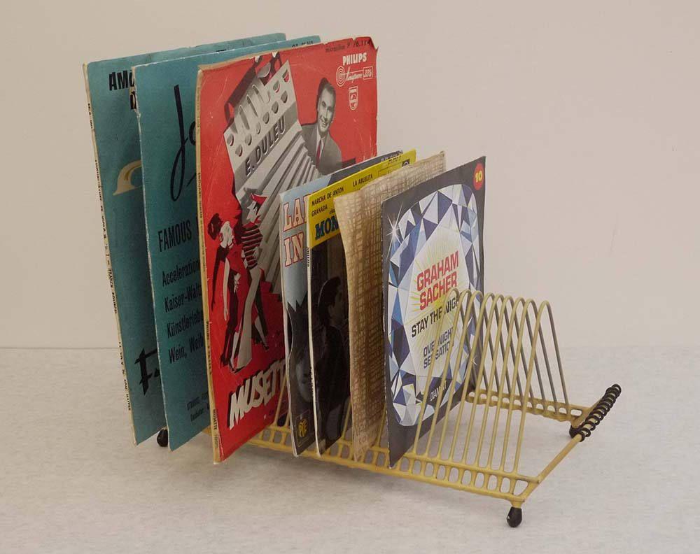 Rangement Vinyl 45 Tours 1950's range disques, vinyles, 45 tours jaune et noir, porte
