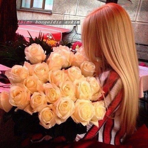 Pin By Kalbime Hosgeldin Askim On Qiz Ve Gul Sekilleri Girls With Flowers Beautiful Flowers Love Flowers