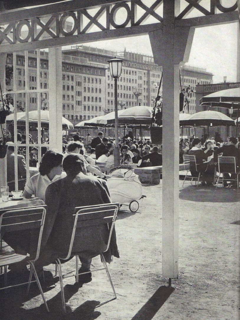 Ittenbach Berlin Freiluftcafe In Der Stalinallee 1955 Berlin