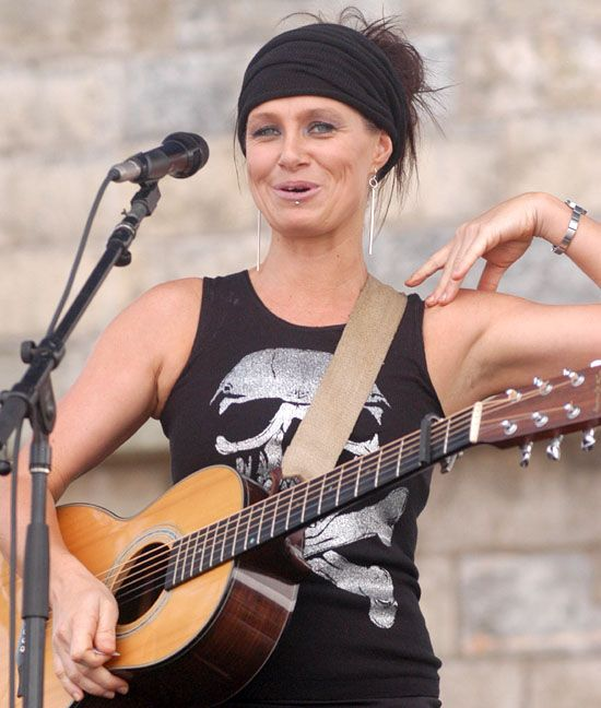 Australian singer-songwriter Kasey Chambers. If Everton FC was a ...