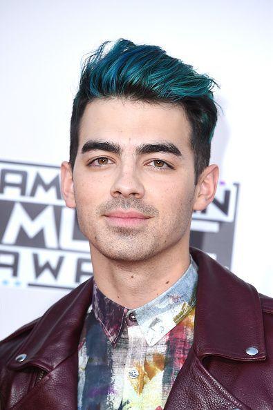 Joe Jonas At The American Music Awards With Full Blue Hair Is