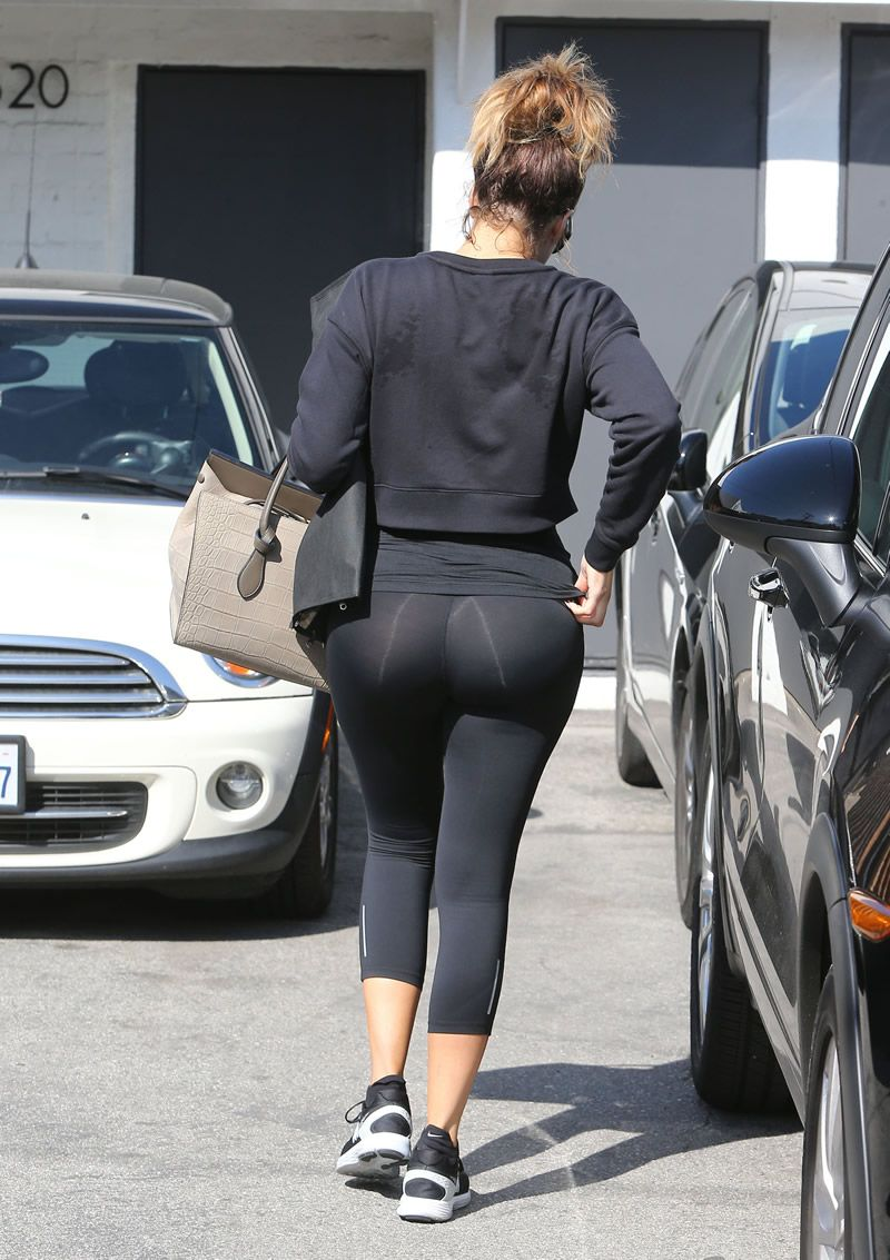 b6b8c3acf64190 Khloe Kardashian in spandex leaving a gym in Beverly Hills 27 FEB, 2015