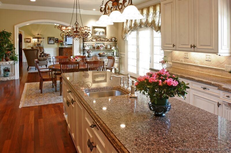 Traditional Two-Tone Kitchen Cabinets #04 (Kitchen-Design-Ideas.org ...