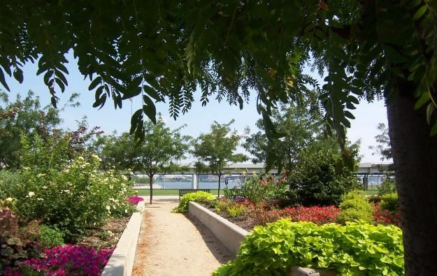 Louisville S Waterfront Park Was Once A Collection Of Scrap Metal Yards Louisville Waterfront Park Kentucky Louisville