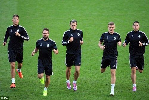 Ancelotti dùng Bale để nói khích Ronaldo http://ole.vn/video-bong-da.html,http://ole.vn/chuyen-chuong.html,http://tin24hnhanhnhat.blogspot.com/