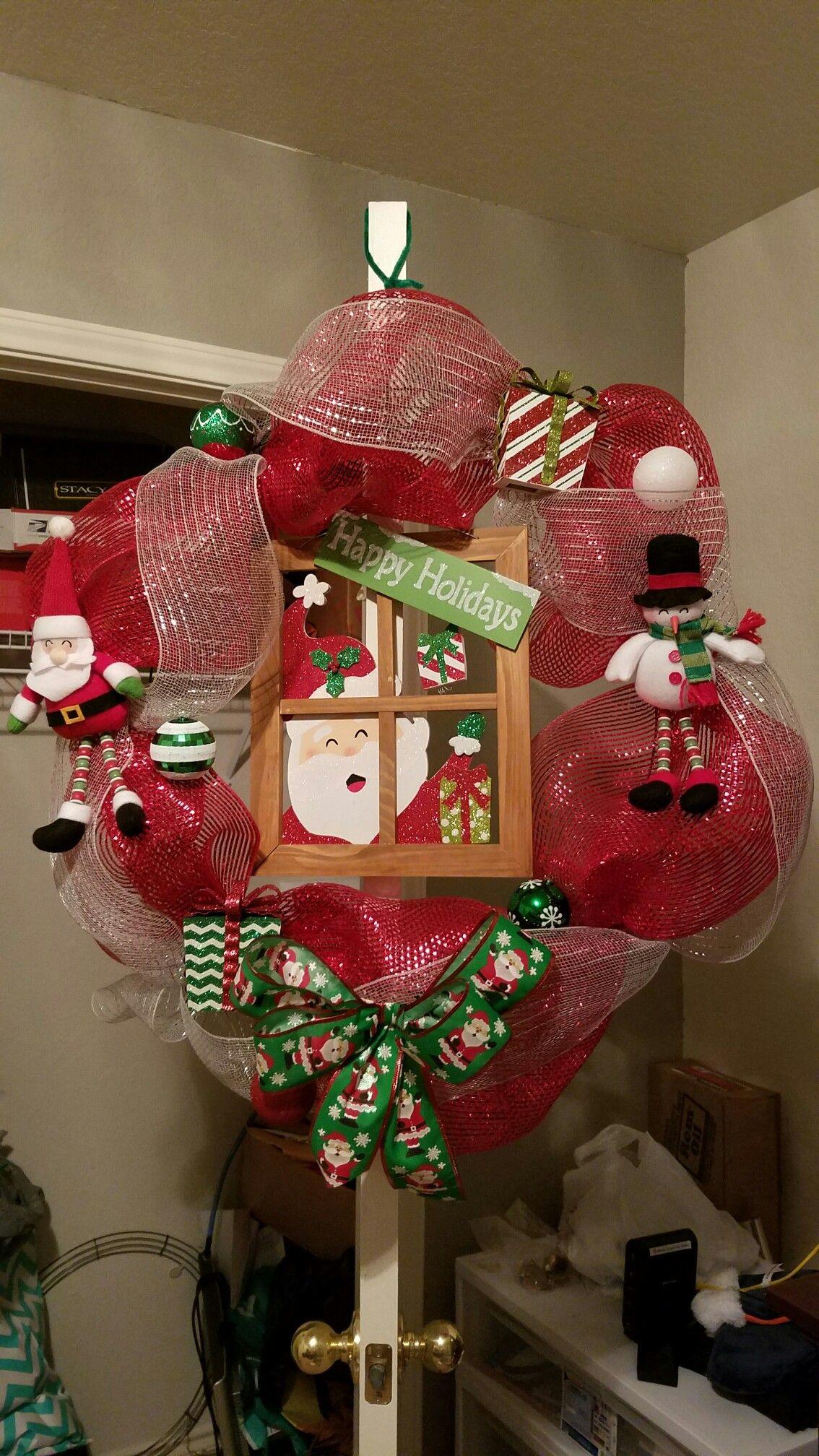 Santa's coming mesh wreath.