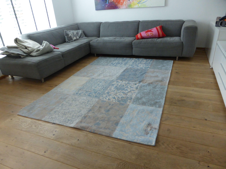 mooi vloerkleed wat een plaatje de cameo collection multi gustavian blue 8237 van louis de. Black Bedroom Furniture Sets. Home Design Ideas