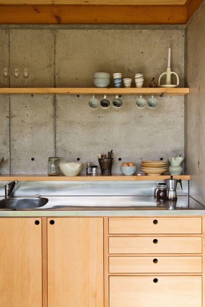 wandgestaltung küche in betonoptik mit hölzernen küchenschränken - wandgestaltung in der küche