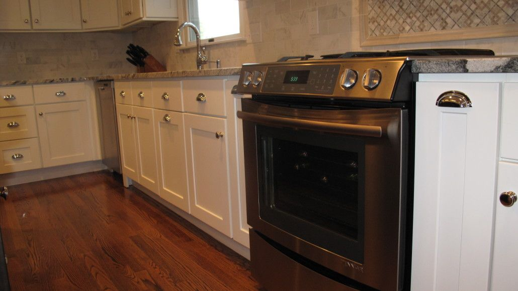 This Lincoln Ri Kitchen Features Diamond Cabinetry Silver Cloud