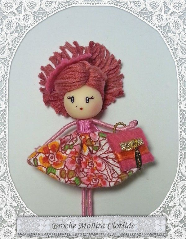 Broche de muñeca, Brooch doll