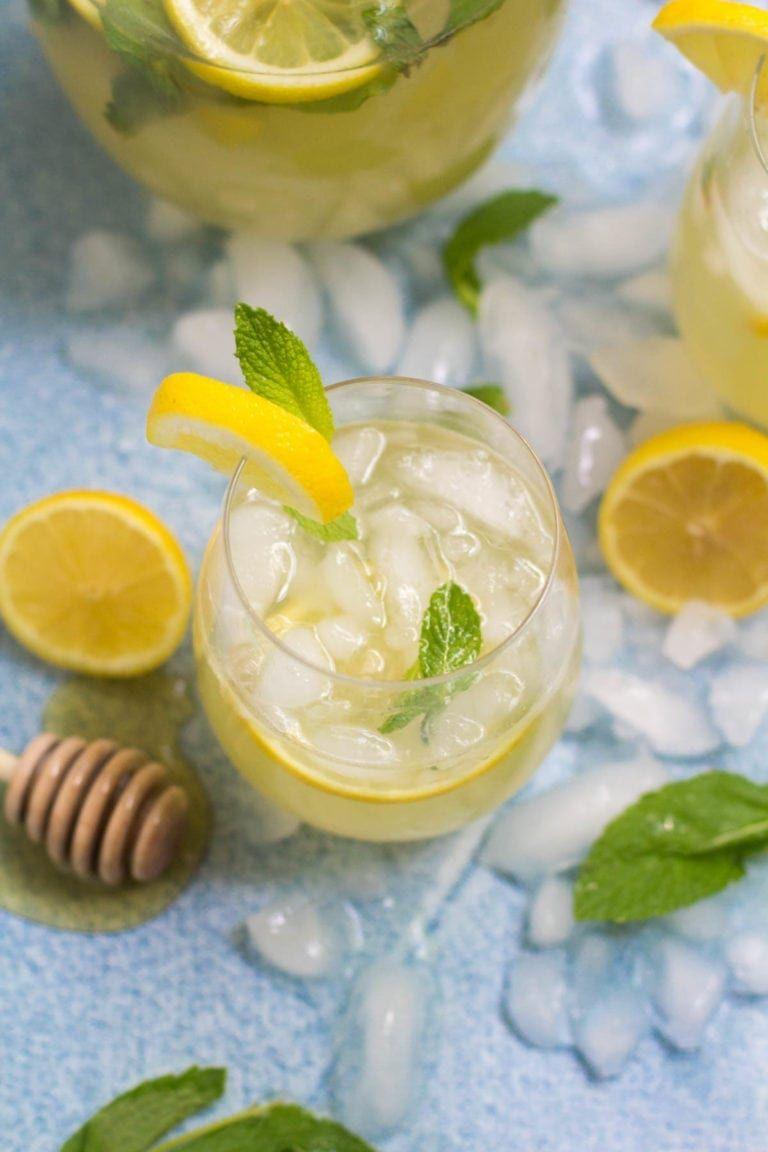 Healthy Honey Mint Lemonade #easylemonaderecipe