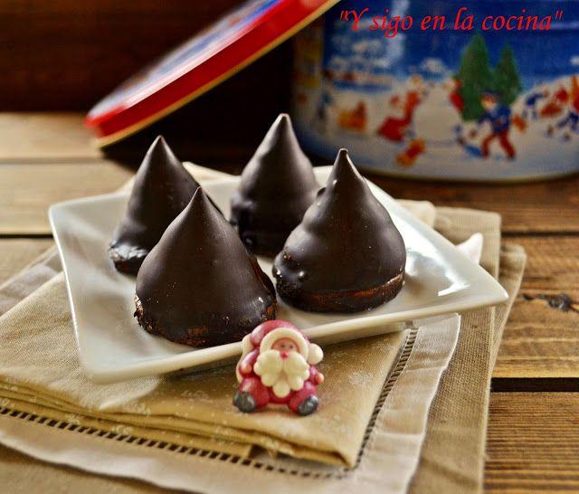 Conitos de dulce de leche y chocolate