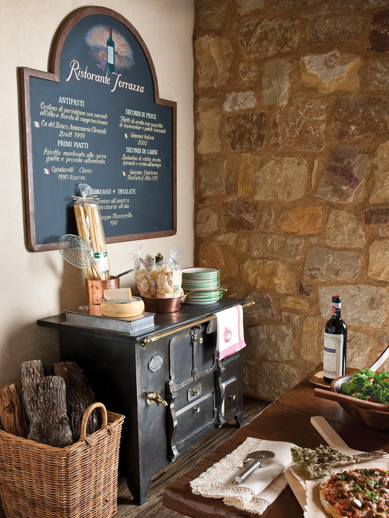 Delightful The Vintage Menu Board And 19th Century Cast Iron Stove Give This Simple  Kitchen An Old