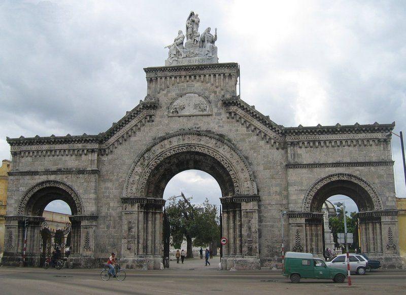 20060213-105749 Cuba Havana Necropolis de San Cristobal Colon Entrance front