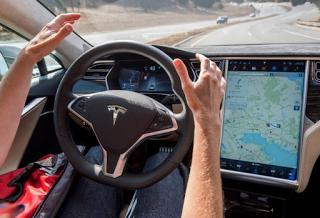 Αuto Stars Δείτε πώς φρενάρει ένα αυτόνομο Tesla