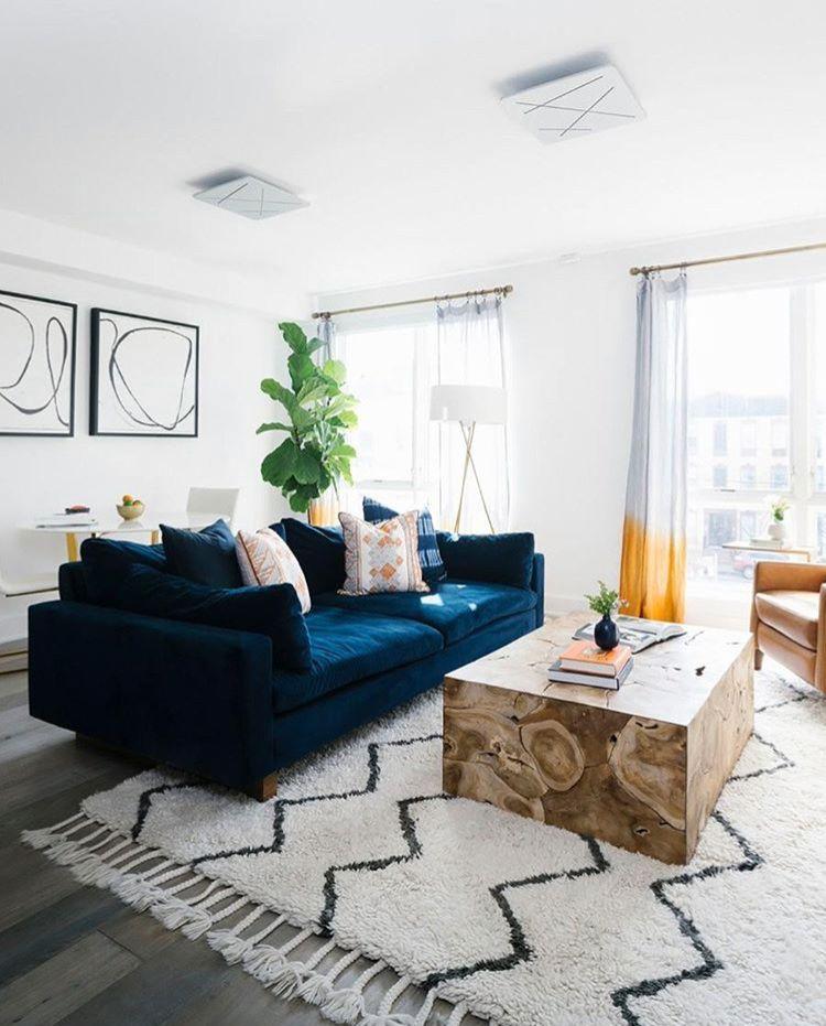 Pin By Juliana Moreira On G R E A T R O O M Blue Sofas Living Room Velvet Sofa Living Room Blue Couch Living Room