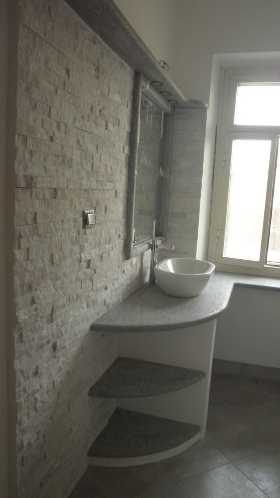 Top bagno in pietra di luserna spazzolata rivestimento - Bagno in marmo bianco ...
