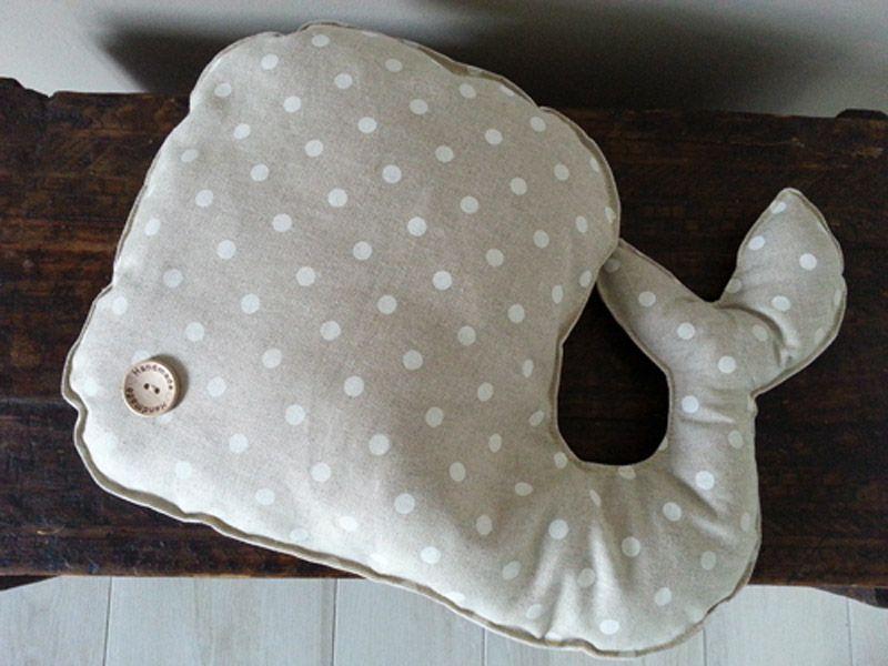 balena in tessuto a pois fatta a mano - handmade fabric whale pillow