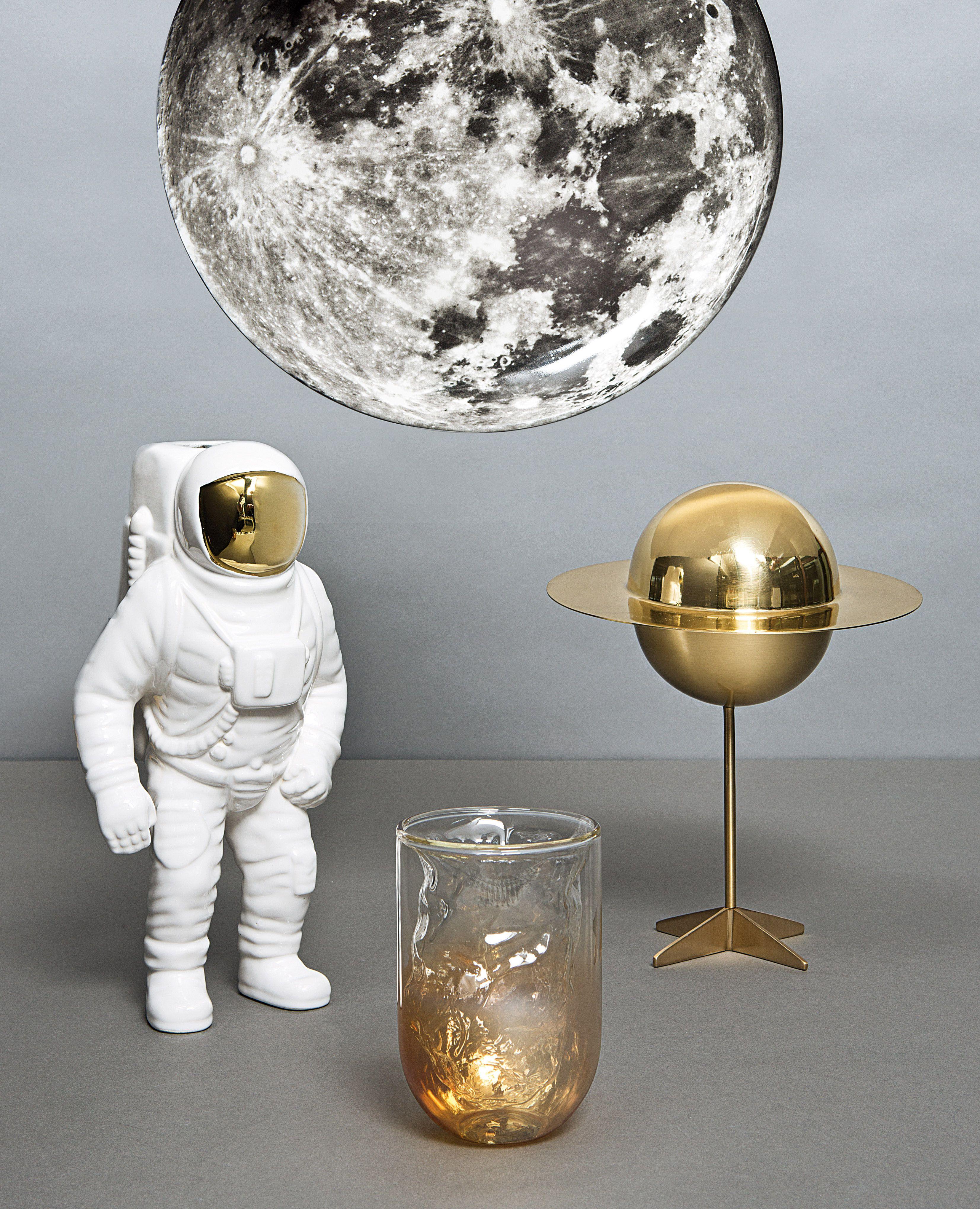 Vase En Porcelaine Starman De La Marque Seletti Et Diesel Living Maison Et Objet Deco Objet Decoration