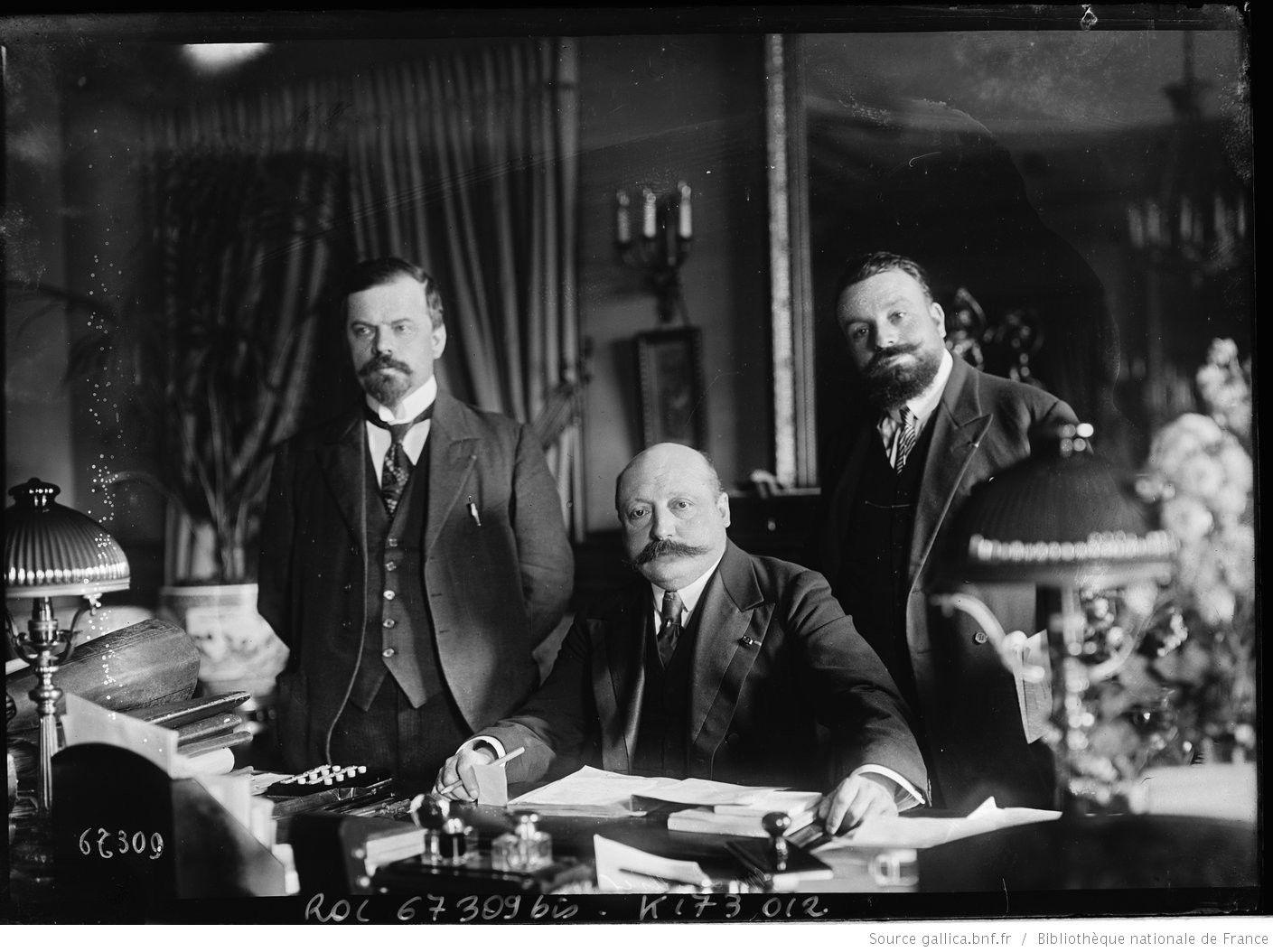i'd like all todays politicians to have those moustaches (apart from turkish :) )  M. Leullier [préfet de police, entouré de deux hommes] : [photographie de presse] / [Agence Rol]