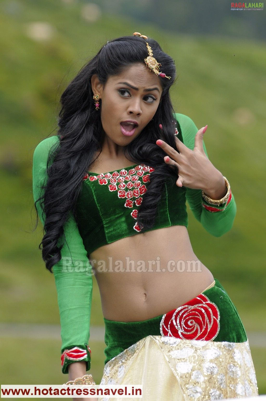 www.hotactressnavel.in - Navel, Cleavage, Thighs, Legs, Sari, Saree ... for Malayalam Actress Karthika Navel In Black Cat  181pct