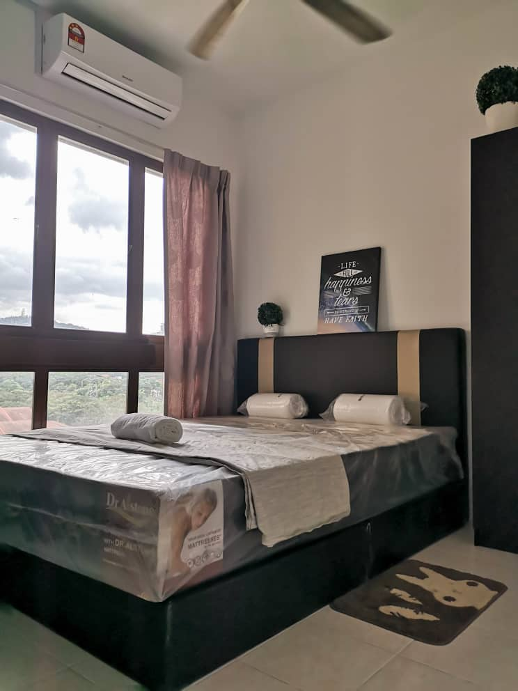 Free Wifi Utility Medium Room Queen Size Bed At Palm Spring Condo 6 Mins Walk To Mrt Surian Sunway Giza Near To 1u S In 2020 Queen Size Bedding Media Room Room