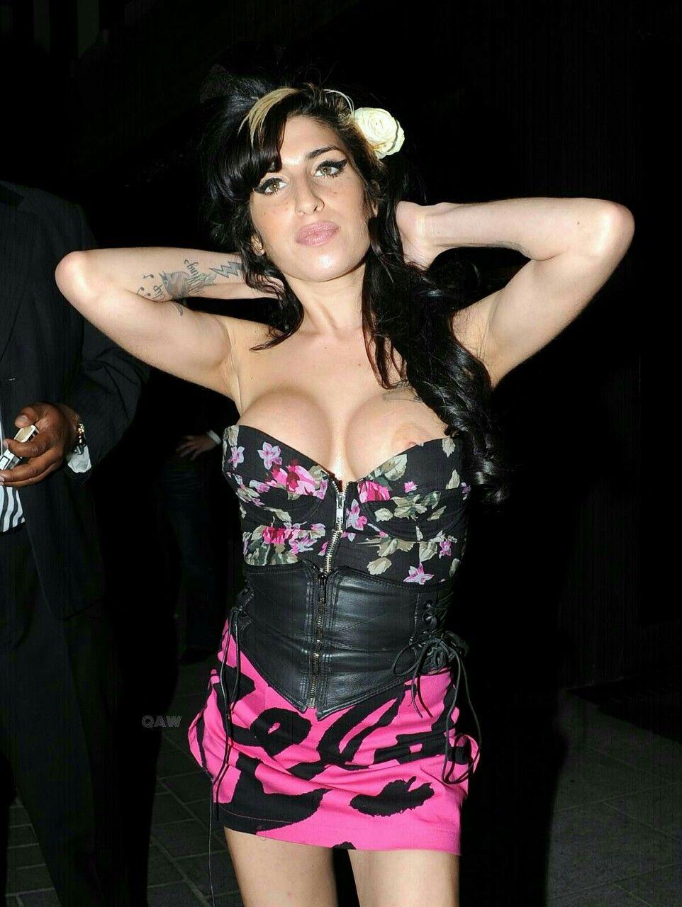 Amy Winehouse Nip Slip