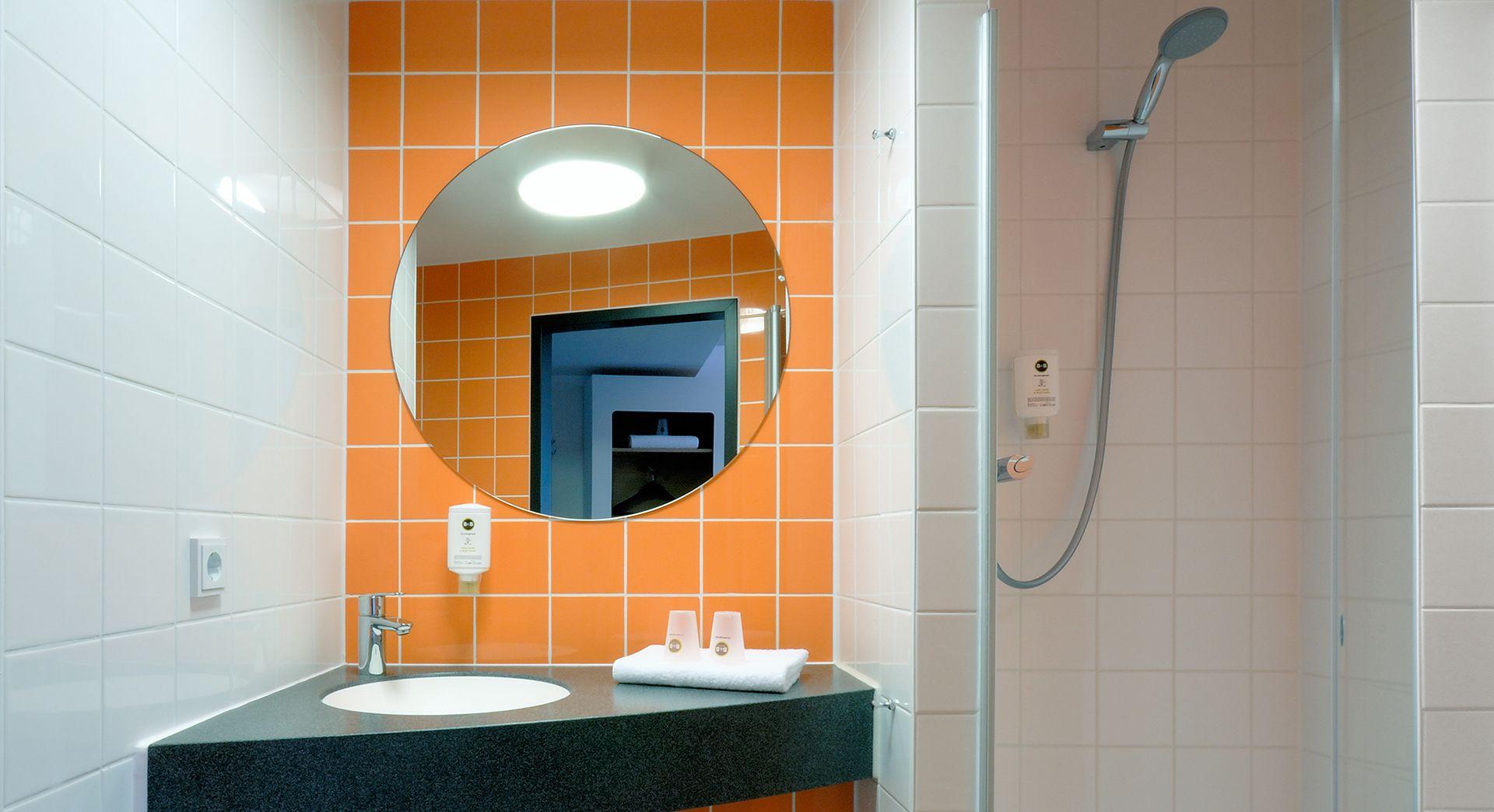 Badezimmer im B&B Hotel Schweinfurt