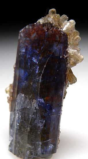 Stilbite on Tanzanite from Merelani Hills, Lelatema Mountains, Arusha Region, Tanzania [db_pics/pics/af468a.jpg]