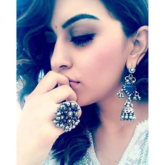 Stunner hansika in amrapali jewels silver