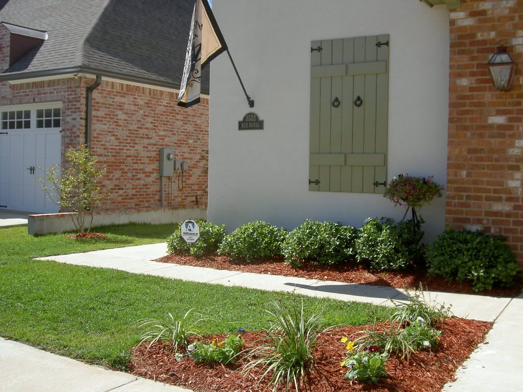 Front landscaping photo yard curb appeal help with curb for Simple small yard ideas