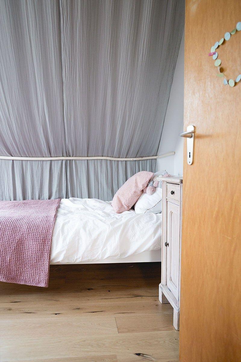 Diy Ideen Furs Kinderzimmer Betthimmel Und Setzkastenregal