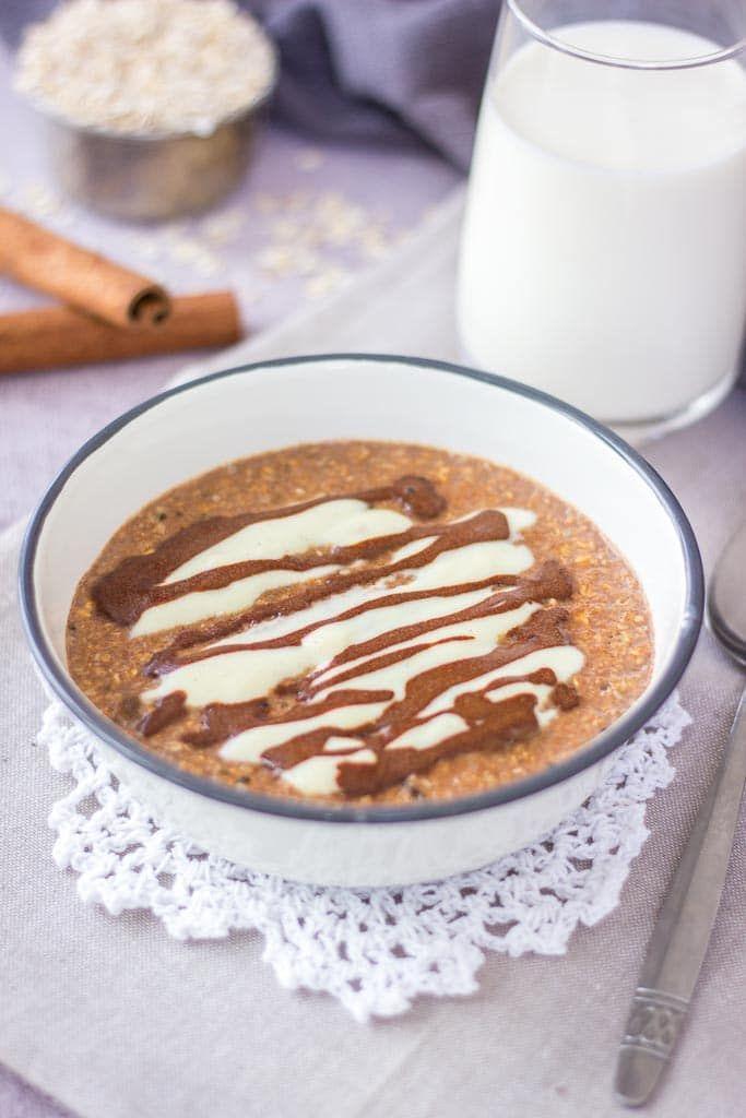 Cinnamon Roll Oatmeal porridge served in a bowl with cinnamon glaze and vanilla yogurt #vanillayogurt