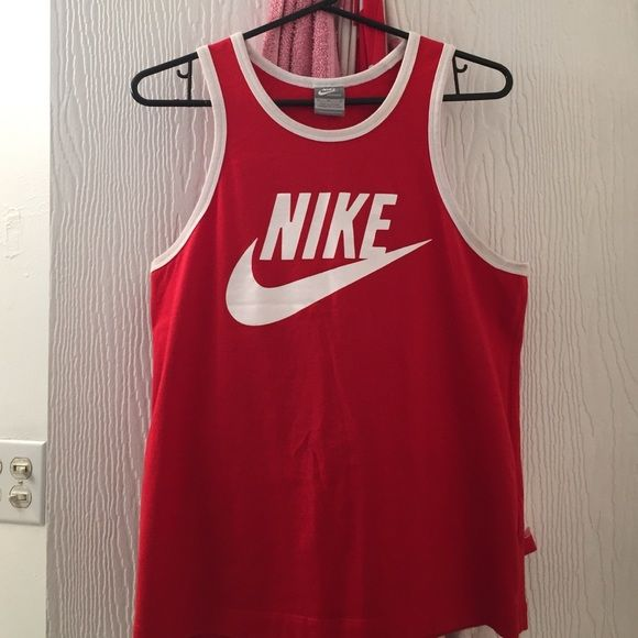 cd2a607c34ae7 Men s Size M Nike tank Worn once