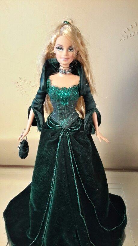 Barbie doll happy holidays 2004