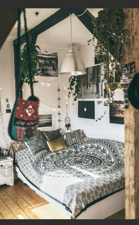 Pin by Tori L'Huillier on Dorm room ideas | Boho dorm room ...