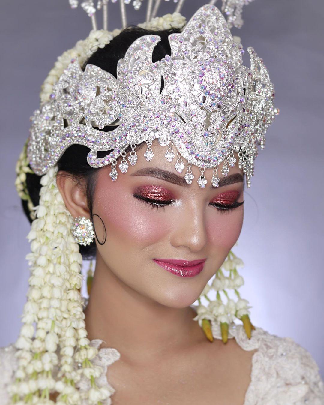 Ryzka Pengantin Sunda Siger . Makeup by putriprames for