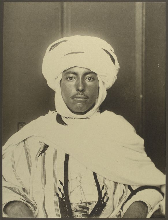 33 Beautiful Vintage Portraits Of America's Immigrant Past From Ellis Island....Algerian man
