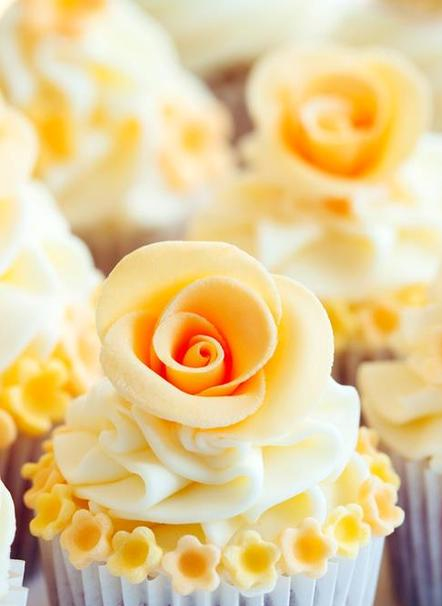 Pretty Yellow Flower Cupcakes For Mothers Day Cupcake Recipes