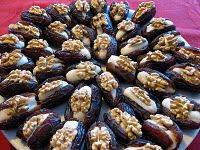 Dates stuffed with marsipan and topped with walnuts! Website in Swedish.