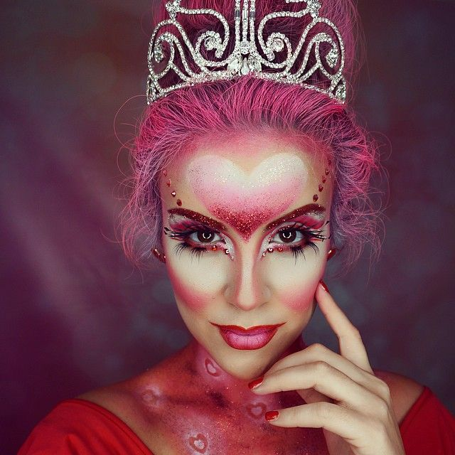 Scary Queen Of Hearts Makeup Google Search Queen Of Hearts Makeup Halloween Makeup Wonderland Makeup